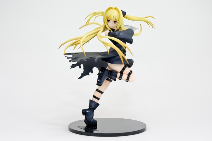 golden-darkness-by-good-smile-company-01